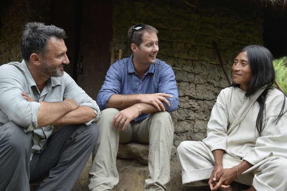 Frédéric Lopez et Thomas Pesquet chez les Kogis dans la Sierra Nevada en Colombie