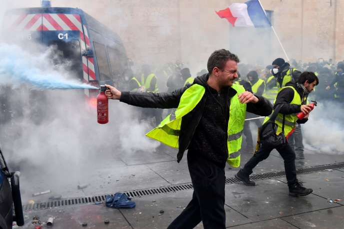 Lors de la manifestation des « gilets jaunes », à Bordeaux, samedi 1er décembre.