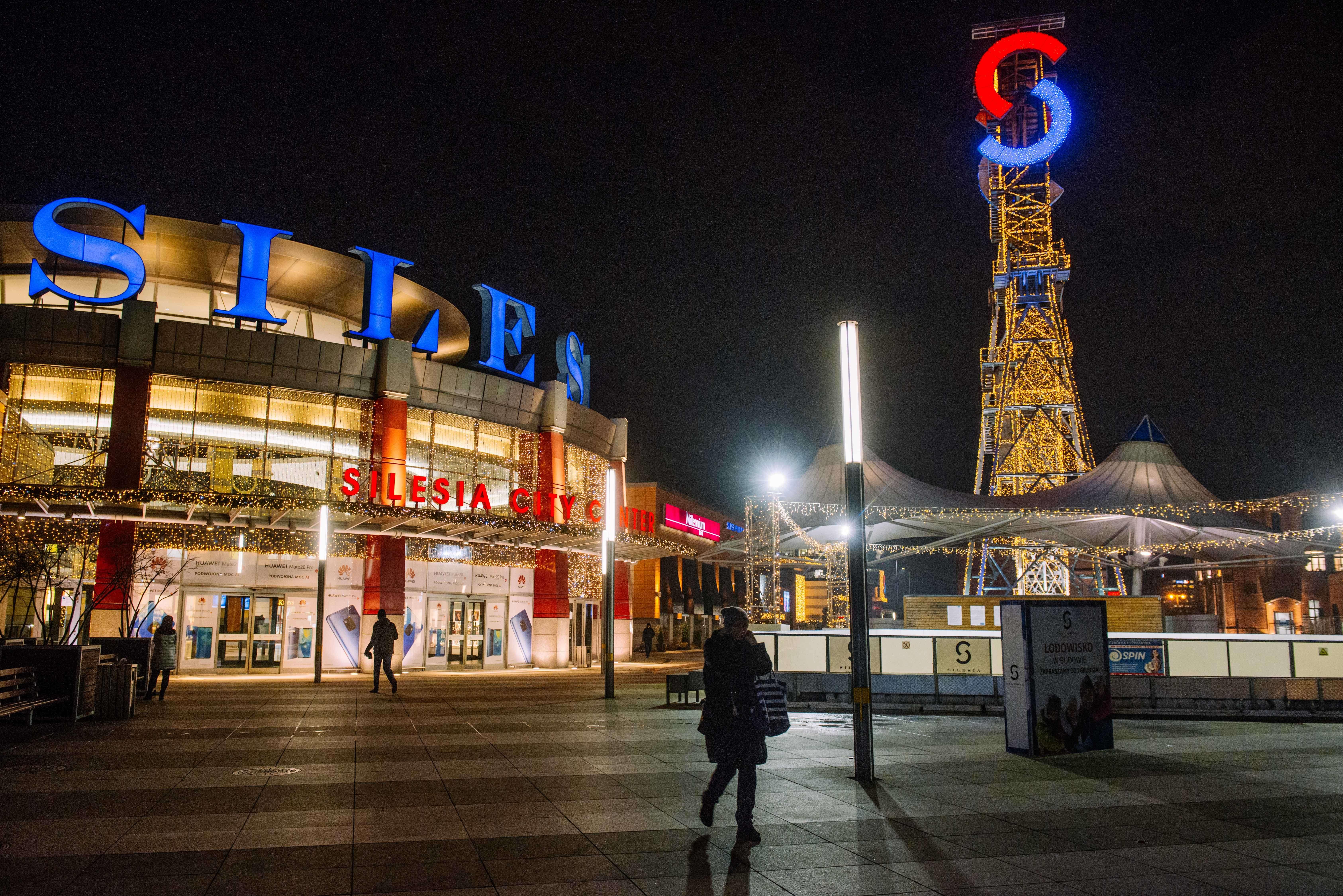 Symbole de cette reconversion, une des mines du centre-ville a été transformée en centre commercial.