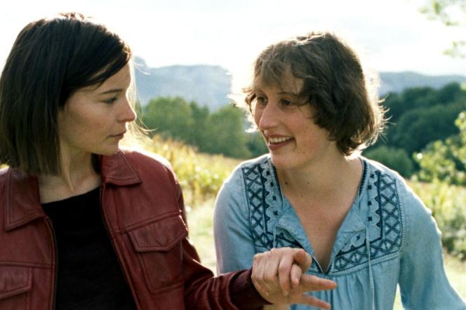 De gauche à droite, Diane Rouxel et Jeanne Cohendy dans« Marche ou crève » de Margaux Bonhomme.