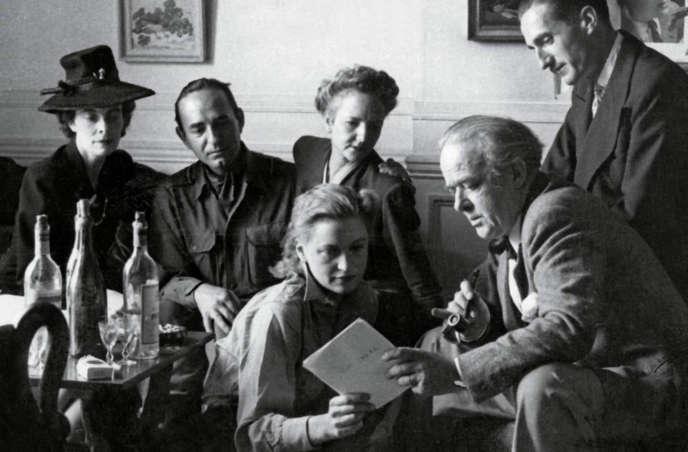 Michel de Brunhoff et Lee Miller, la duchesse d'Ayen, Monique de Séréville et les frères Pagès. Photo d'après-guerre.