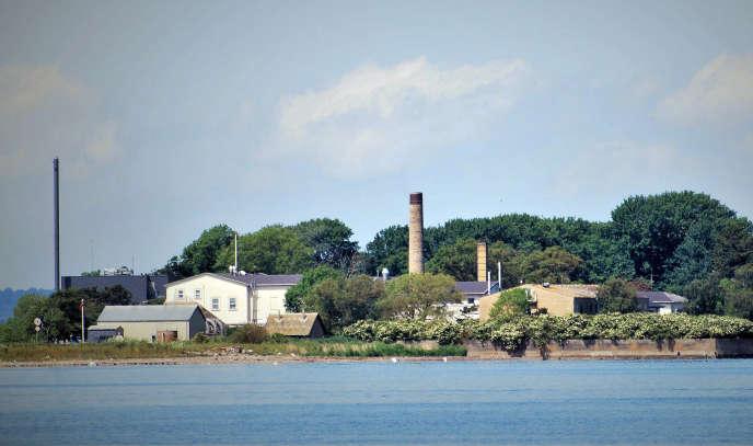L'îlot danois de Lindholm hébergera, à partir de 2021, les étrangers déboutés, délinquants, soupçonnés ou accusés d'un délit ou d'un crime, ou condamnés àl'expulsion, et ceux dont la demande d'asile a été rejetée.