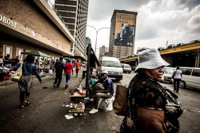 Johannesburg, Afrique du Sud, décembre 2013. Hillbrow est l'un des quartiers les plus dangereux du pays. Avant la fin de l'apartheid, il était un quartier blanc. Aujourd'hui, de nombreux Noirs tentent d'y vivre avec une certaine dignité.