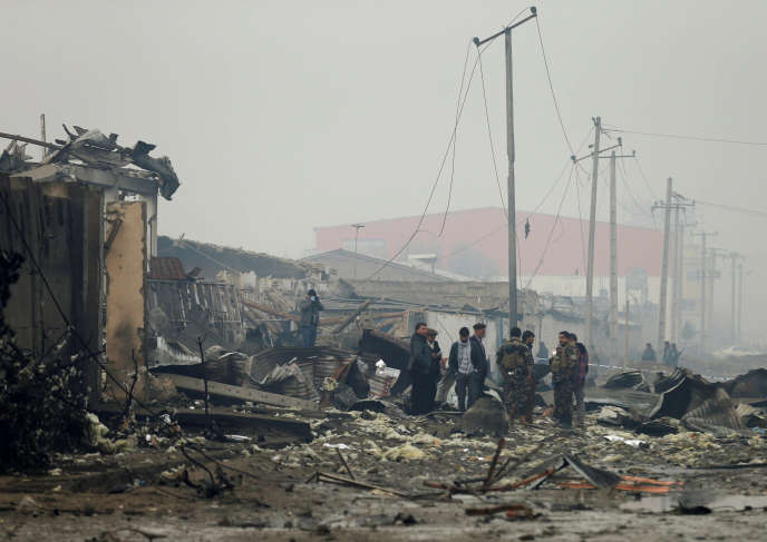 Des membres des forces de sécurité afghanes se déploient, le 29 novembre, dans la capitale de l'Afghanistan, aprèsl'attaque revendiquée par les talibans contre la société de sécurité britannique G4S, la veille au soir à Kaboul, qui a fait au moins dix morts, dont un Britannique, et 29 blessés.