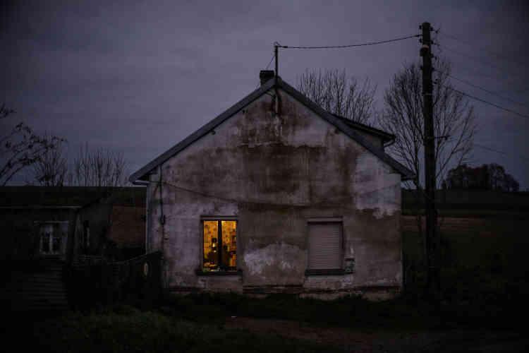 «L'exposition comprend un texte poignant d'Amandine, qui exprime la relation complexe avec le travail du photographe et la nécessité de témoigner, et sa volonté indéfectible de s'en sortir, « pour faire mentir les statistiques ».