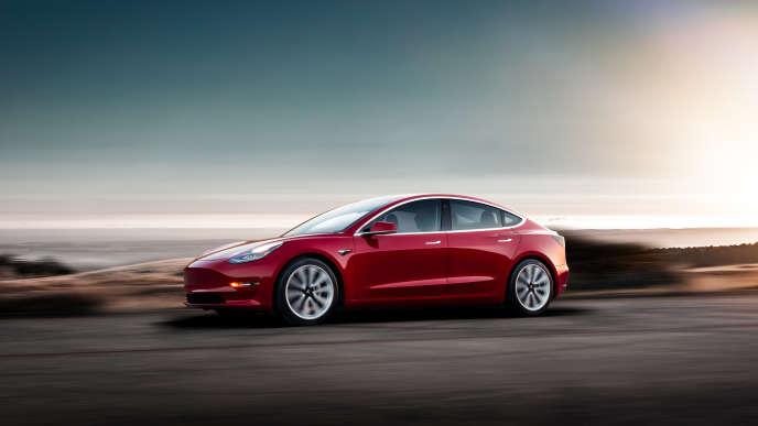 La Tesla Model 3offre une silhouette délibérément sobre.