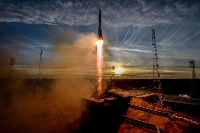 Décollage de la fusée Soyouz MS-11 depuis Baïkounour (Kazakhstan), le 3 décembre, avec trois personnes à son bord.