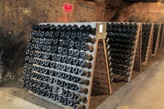 Pupitre de crémant dans les caves deLanglois-Chateau, dans le Maine-et-Loire.