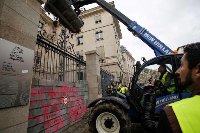 Des agriculteurs ont rejoint la manifestation des lycées, à Limoges le 3décembre.