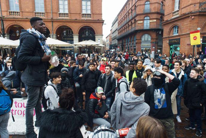 Manifestation de lycéens à Toulouse, le 3 décembre.