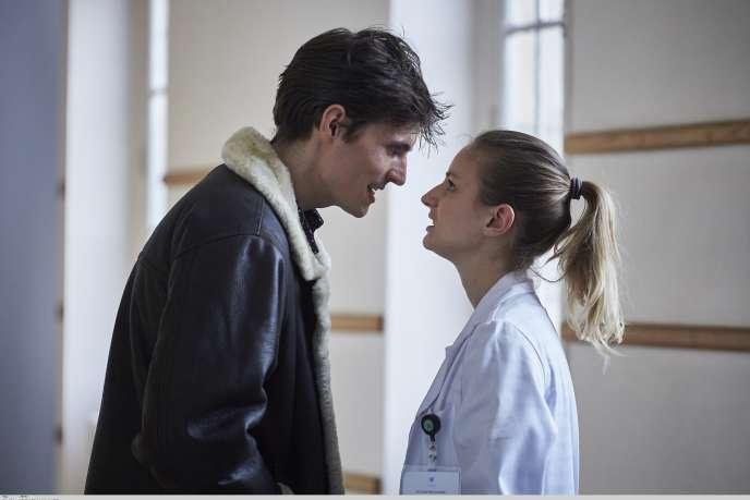 Tiphaine Daviot et Raphaël Quenard dans la série« HP».