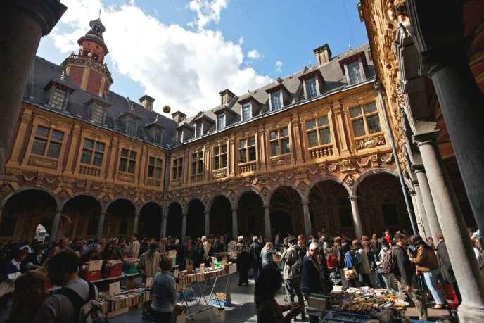 La cour intérieure de la Vieille Bourse, à Lille.