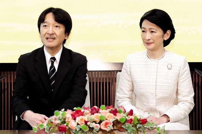 Le prince Akishino, avec son épouse la princesse Kiko.
