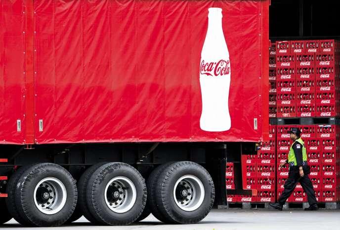 Aux Fidji,il n'est pas rare de voir les enfants partir sur le chemin de l'école une bouteille de Coca-Cola à la main.