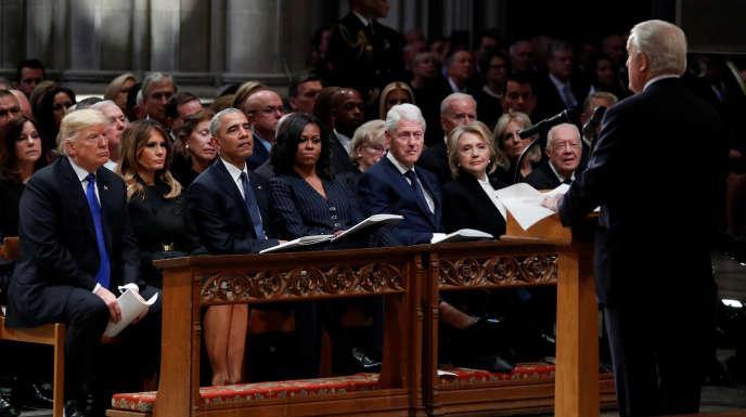 Donald et Melania Trump, Barack et Michelle Obama, Bill et Hillary Clinton et Jimmy et Rosalynn Carter étaient installés au premier rang de la cathédrale.