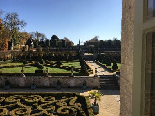 Vue du jardin de Brécy, près de Bayeux, dans le Calvados.