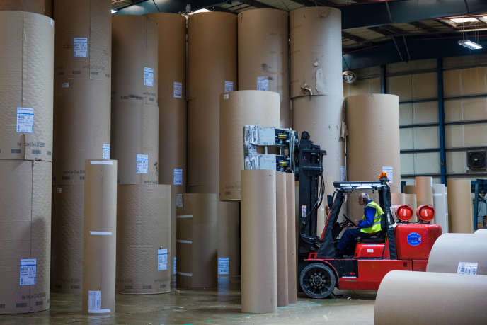 Dans une usine d'emballage en carton ondulé de Smurfit Kappa, au Royaume-Uni, en décembre 2017.