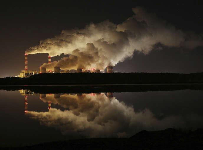 La centrale thermique de Belchatow (Pologne), la plus grande d'Europe à fonctionner au charbon.