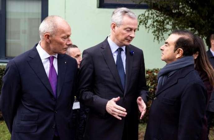 Thierry Bolloré, directeur général délégué de Renault, Bruno Le Maire, ministre de l'économie et Carlos Ghosn, PDG de Renault, le 8 novembre, sur le site de Maubeuge.