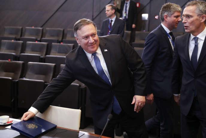 Le secrétaire d'Etat américain, Mike Pompeo, et le secrétaire général de l'OTAN, Jens Stoltenberg, le 4 décembre, au siège de l'OTAN, à Bruxelles.