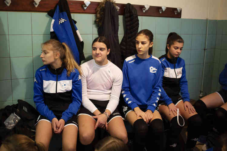 A l'intersaison, le responsable de la section féminine, Anthony Morlot, a été confronté au départ de nombreuses joueuses : « A 18 ans, elles s'en vont faire des études. Autant, on peut attirer les hommes dans un rayon plus large en les défrayant, autant on manque de moyens pour garder les femmes. »