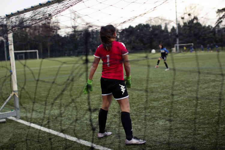 En France, on compte désormais plus de 2 600 clubs amateurs, sur les 15 000 recensés, qui possèdent leur section féminine.