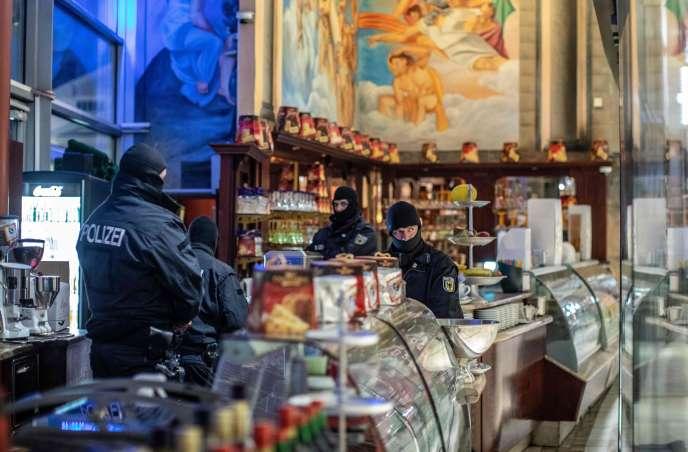 Descente de police à Duisbourg (Allemagne) le 5 décembre, dans le cadre de l'arrestation de 90personnes soupçonnées d'appartenir à la 'Ndrangheta.