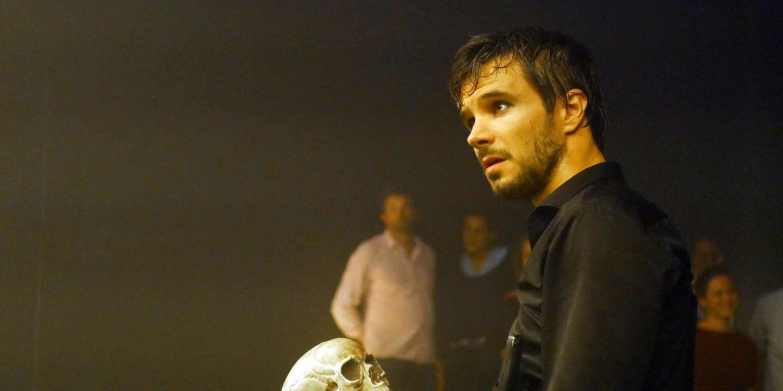 Théâtre : ici, Hamlet déambule parmi les spectateurs