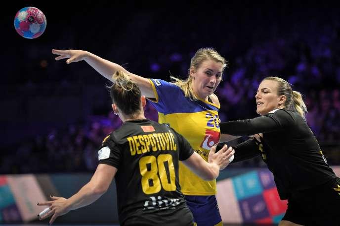 Après leur défaite contre le Montenegro, Isabelle Güllden et les Suédoises n'ont d'autre choix que la victoire face aux Bleues.