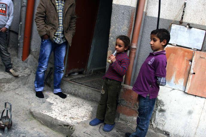 Des enfants de réfugiés palestiniens, ayant fui le camp de Yarmouk, en Syrie, vers le camp deBeddawi, au Liban, en 2012.