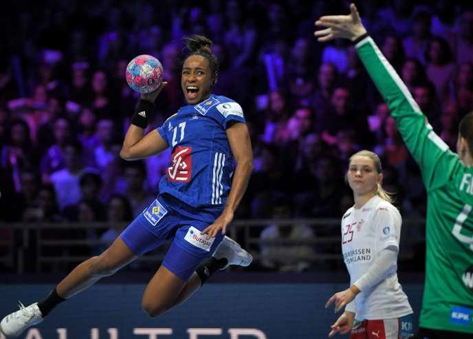 Avec six buts, à 100 % de réussite, Estelle Nze Minko a survolé la rencontre face aux Danoises.