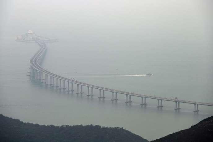 Le pont des Perles, long de 55 kilomètres, a été inauguré le 23 octobre.