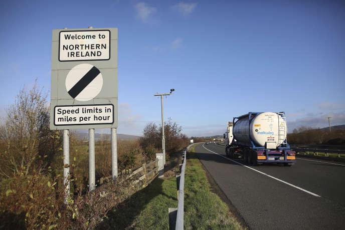 La frontière entre les deux Irlandes, à Newry (Irlande du Nord), le 15 novembre.