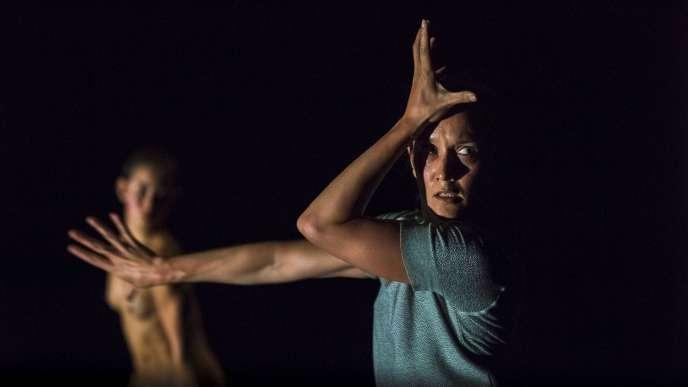 Melanie Lane et Lilian Steiner dans «Split», de Lucy Guerin. Au Théâtre des Abbesses, à Paris, les 7 et 8 décembre
