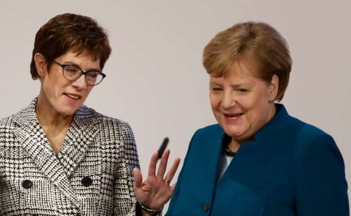 Annegret Kramp-Karrenbauer et Angela Merkel, à Hambourg, le 7 décembre.