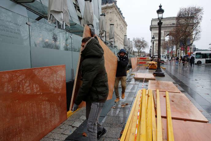 Avenue des Champs-Elysées, vendredi 7 décembre.