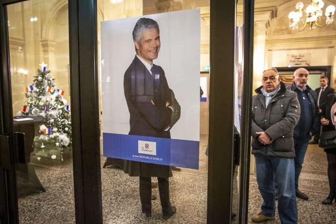 Laurent Wauquiez, président du parti Les Républicains, participe à un meeting au théatre municipal de Saint-Quentin, le 6 décembre.