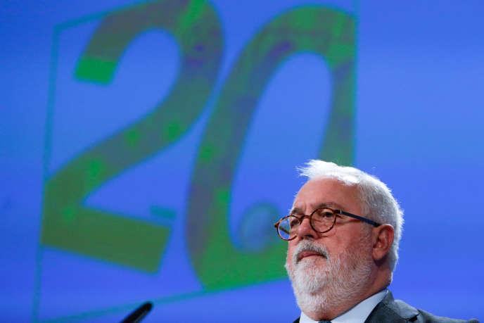 Le commissaire européen au climat et à l'énergie, l'EspagnolMiguel Arias Cañete, à Bruxelles, le 5 décembre.