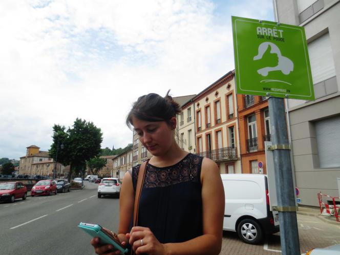 Rezo Pouce, un système d'auto-stop organisé, s'est installé dans 1 600communes et propose une alternative à «l'auto-solisme» et au manque de transports en commun.