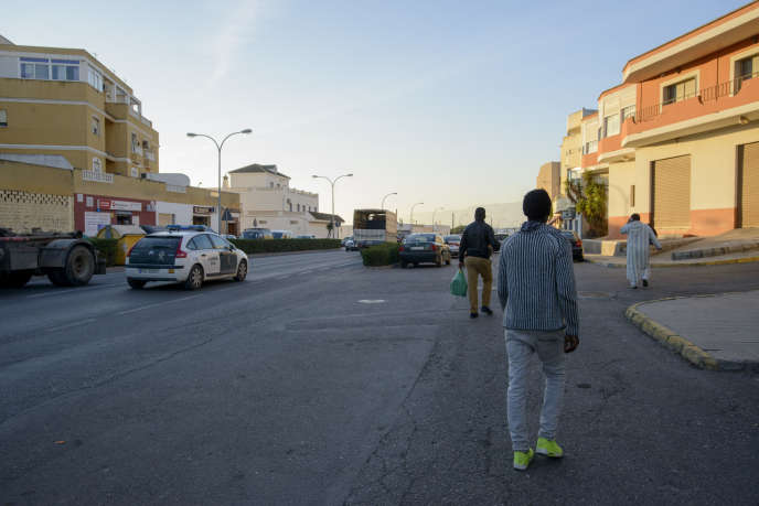 El Ejido, ici le 5 décembre, en Andalousie, compte un grand nombre d'immigrés, parfois clandestins, venus travailler dans le secteur agricole.