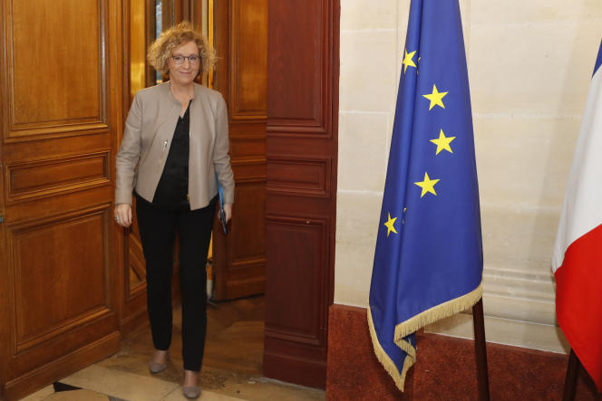 Muriel Pénicaud arrive au ministère du travail pour une réunion avec les partenaires sociaux, le 7 décembre.