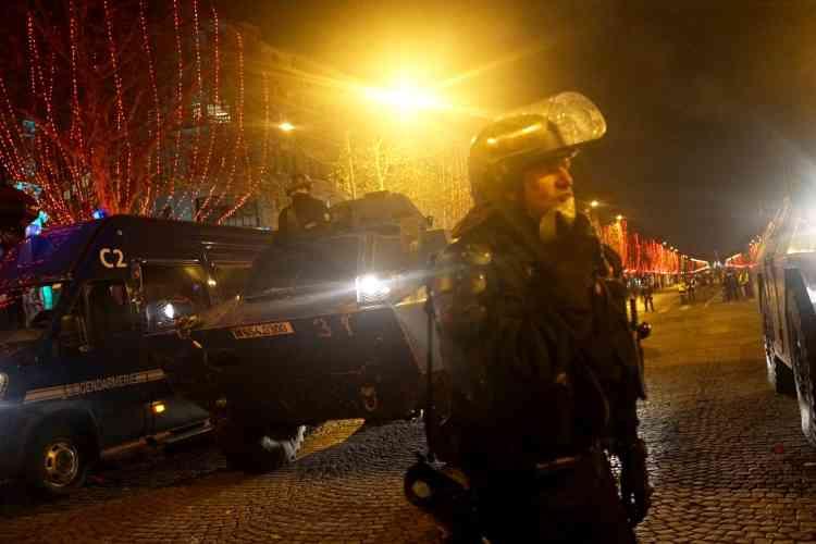 Les Champs-Elysées à Paris ont été évacués en début de soirée.