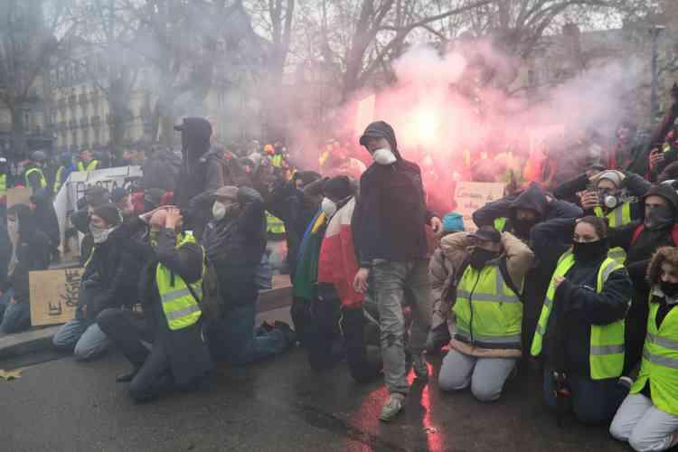 A Nantes, les« gilets jaunes» se sont rassemblés devant la préfecture.