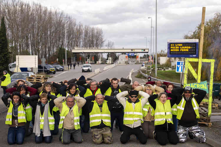 Des« gilets jaunes» bloquent l'entrée N° 16 de l'autoroute A7 au niveau de Loriol-Privas en Ardèche.