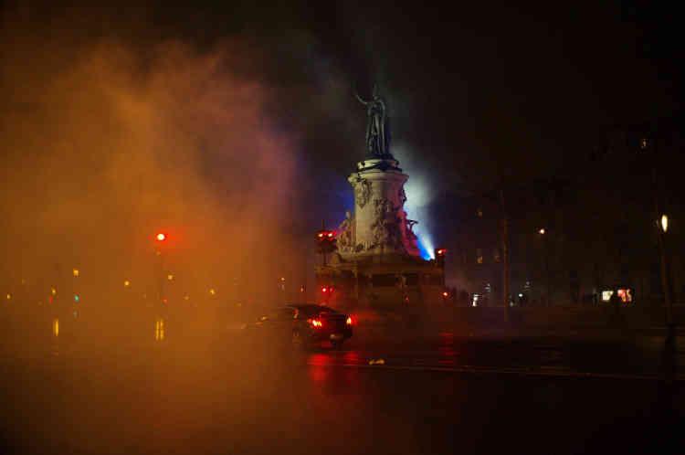 La place de la République, à Paris, en cours d'évacuation en début de soirée.
