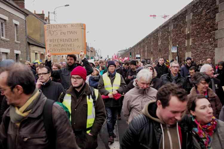 A Rennes, la marche pour le climat, dans laquelle se trouvaient aussi des« gilets jaunes», a défilé dans le calme en centre-ville.