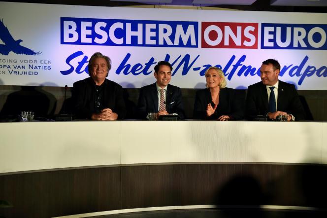 Steve Bannon, Tom Van Grieken, Marine Le Pen et Radim Fiala , le 8 décembre à Bruxelles.