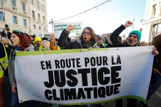 «Il serait temps que le gouvernement français en prenne conscience et agisse en conséquence. S'il faut passer par l'action judiciaire pour l'y contraindre qu'il en soit donc ainsi.» Photo: manifestationà Marseille, le 8décembre 2018, pendant la COP24.