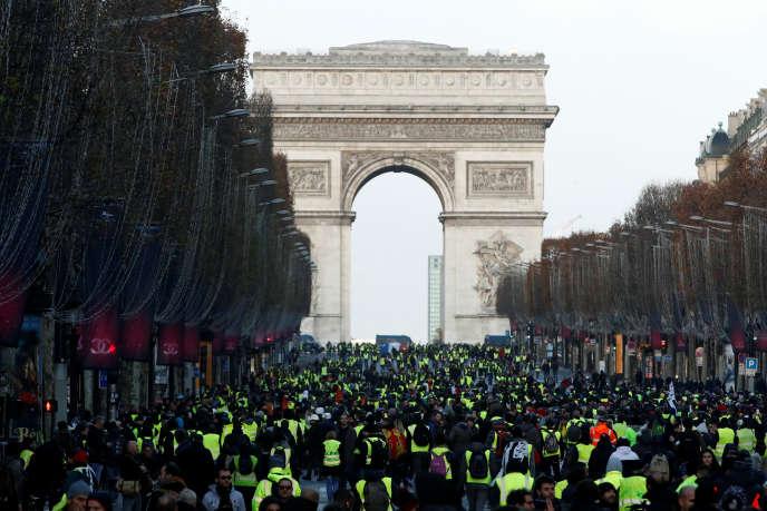 Manifestation de « gilets jaunes» sur les Champs-Elysées, le 8 décembre.