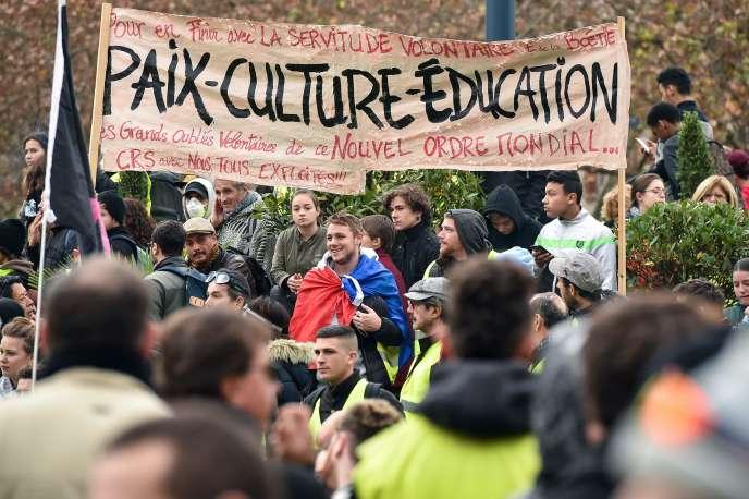 Manifestation des« gilets jaunes», à Toulouse le 8 décembre.